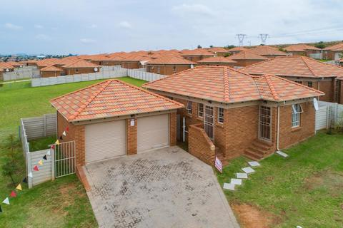 3 BEDROOM HOUSE FOR SALE AT THATCH HILL SECURITY ESTATE!!!