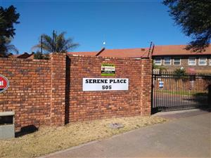 Garsfontein.Duplex for sale in popular, well maintained complex with remote access entrance. 75m2 with private garden. 2 bed, 1 bath,
