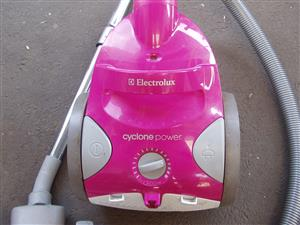 Electrolux ZSH720 Cyclone Power Cyclonic Cylinder Vacuum Cleaner, 1900W- in excellent working order