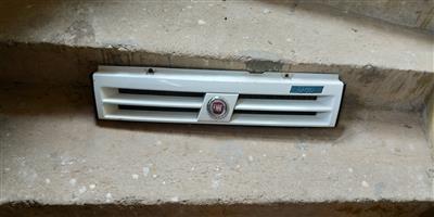 Fiat Uno Grille & Badges