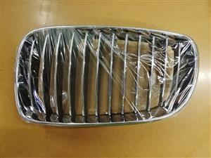 BMW E87 07- Late Kidney Grille LH and RH Chrome/Black/Chrome