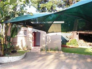 Neat Garden cottage to rent in Meyerspark