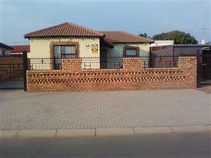 2 BEDROOMS WITH 2 BACK YARD ROOMS FOR SALE MABOPANE X R500 000.00 CALL SOPHY @ 0760813571 FOR MORE INFO