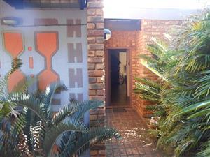 Perfect 4 bedroom family home for sale in Faerie Glen, Pretoria!