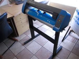 V3-1318 V-Smart Contour Cutting Vinyl Cutter 1310mm Working Area, plus VinylCut Software
