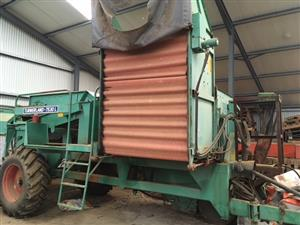 URGENT SALE Potato lifter, complete with sorter and washer