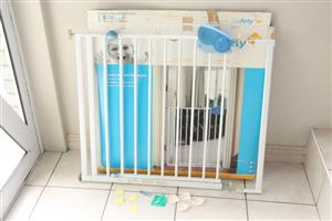Safety 1st baby pressure gate and extensions