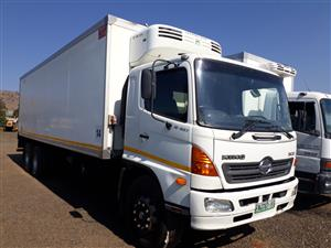 Toyota Hino 15-237 with insulated body and fridge(meat rails)