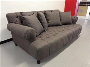 Couch sofa chesterfield motif