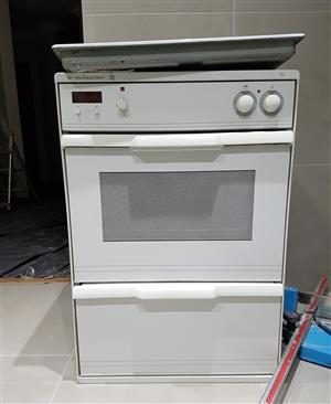 Kelvinator eye level oven, 4 plate hob with extractor fan