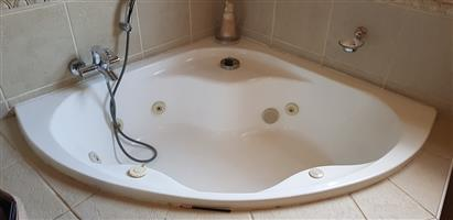 Jacuzzi bath/mixer with six jets for sale. Excellent condition