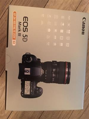 canon eos 5d mark iii with lens