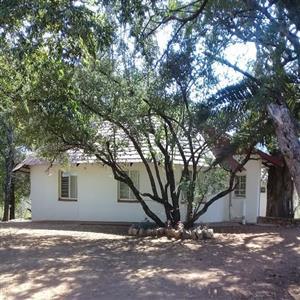 Leeupoort 3 slkphuis te huur vir naweke en vakansies reg in die bosveld naby Thabazimbe Limpopo