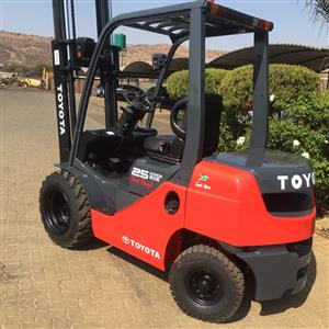 Toyota 8 series 2.5 ton diesel Rough Terrain forklift for sale