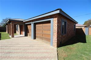New 2-Bedroom 2-Bathroom Double Garage Townhouse, Potchefstroom Central