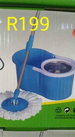 Circular mop with bucket