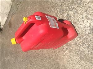 VERY USEFUL (ESSENTIAL!) 25 LITRE PETROL JERRY CAN FOR JUST R250 ( COSTS R600 )