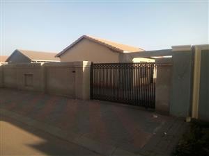 3 BEDROOMS HOUSE FOR RENTAL IN PROTEA GLEN EXT 28