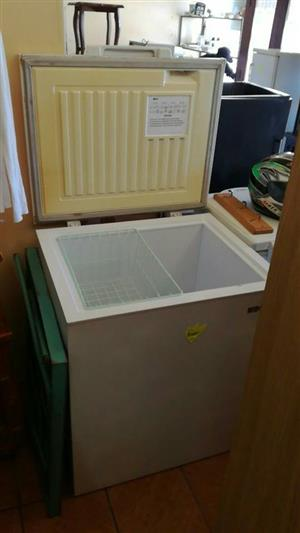 210 lit chest freezer( white)