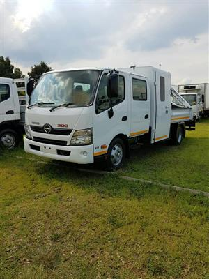 2013 Hino 300, 815 dropside crew cab with rear mounted crane