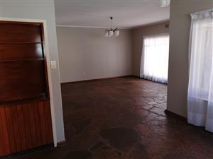 Groot 3 slaapkamer huis beskikbaar te huur in Sinoville