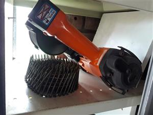 Nail gun with one roll nails