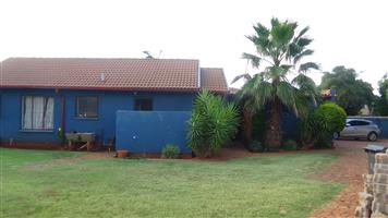 PRICED TO SELL 3 Bedroom House with Flatlet in Doornpoort – R 950 000
