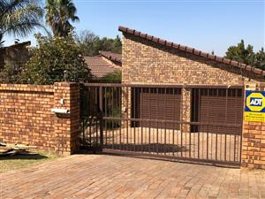 Sundowner_Beautiful 3 bed family Home plus 3 room guest suite/work office