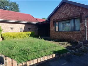 House to let in Scottsville