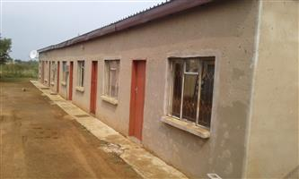 9 rooms and a house with two rooms, bathroom and garage for sale