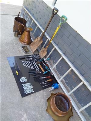 Hand tools,4m ladder,copper pots.