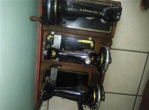 3 singer hand sewing machines R700 each