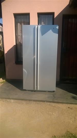 LG side by side fridge freezer R4000 neg