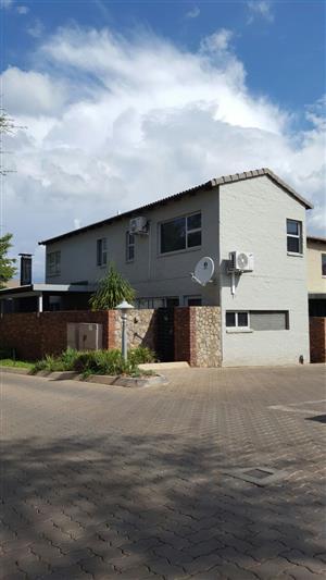 Duplex townhouse in Olympus, Pretoria