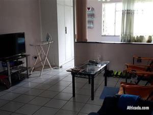 Braamfontein open plan bachelor flat to rent for R3600 on Juta Street