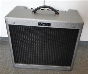 Fender Blues Junior III 15 watt Valve Guitar Amplifier - Silver Finish (Limited Edition)