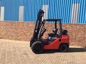 Toyota 3 ton 8series Semi Rough terrain forklift for sale