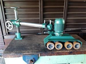 Spindle mould feeder