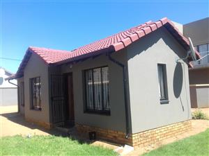 2 Bedroom House to Rent in Ormonde View Johannesburg..IMMEDIATELY