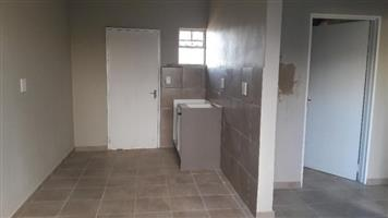 Chiawelo 1bedroomed Flat To Rent For R1500