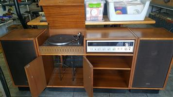 Pioneer Amp, turn table, Speakers and Cabinet.   In Prestine working condition