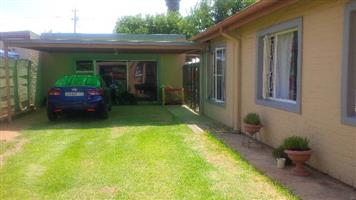 Affordable 3 Bedroom Cottage - Generaal de Wet -water included & Pre-paid electr