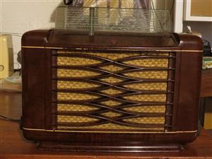 Antique Bakelite Philips Table Radio