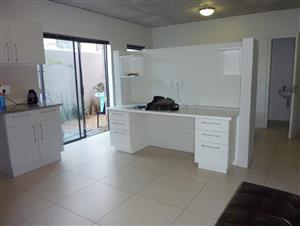 Observatory: Modern one bedroom flat w/pvt garden,24hr security, covered parking, pool, gym, laundry, R8,800. Avail 01 Jan