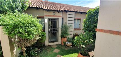 2 Bedroom Simplex, Mooikloof Ridge estate