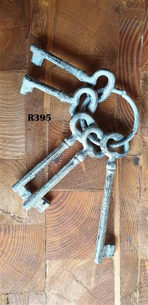5 x Antique Keys (90mm - 145mm long)