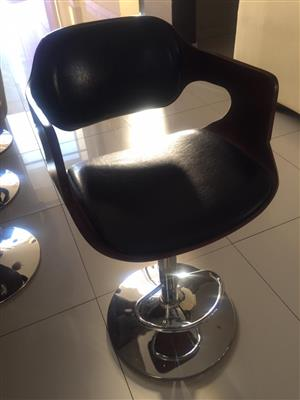 4 Beautiful leather bar stools for sale R4000