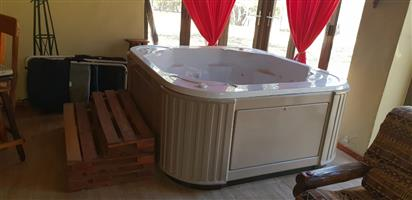 "8 Seater ""peguin pools"" jaccuzi"