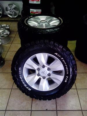 17 inch Toyota hilux rims with 265/65/17 BF Goodrich tyres R13000 set.