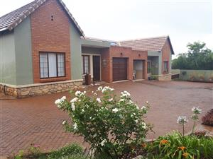 RETIREMENT VILLAGE PRETORIA - 2 BEDROOMS HOUSE WITH A PATIO AND BEAUTIFUL GARDEN AVAILABLE FROM 1ST MARCH